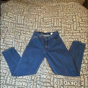 Woman's NWT Eddie Bauer straight legged jeans.